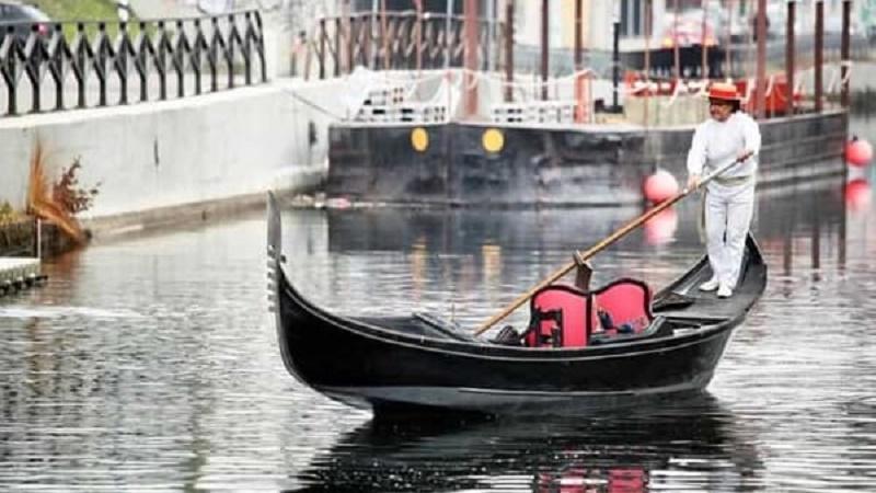 gondola a milano sui navigli