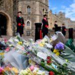 Domani i funerali del principe Filippo: Harry senza divisa e lontano da William